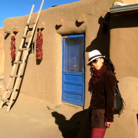 タオスプエブロの青いドア